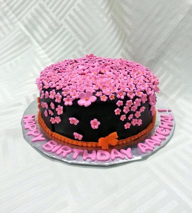 350 Cascading Flowers....Express Cake had 4 hours to bake and decorate the cake!