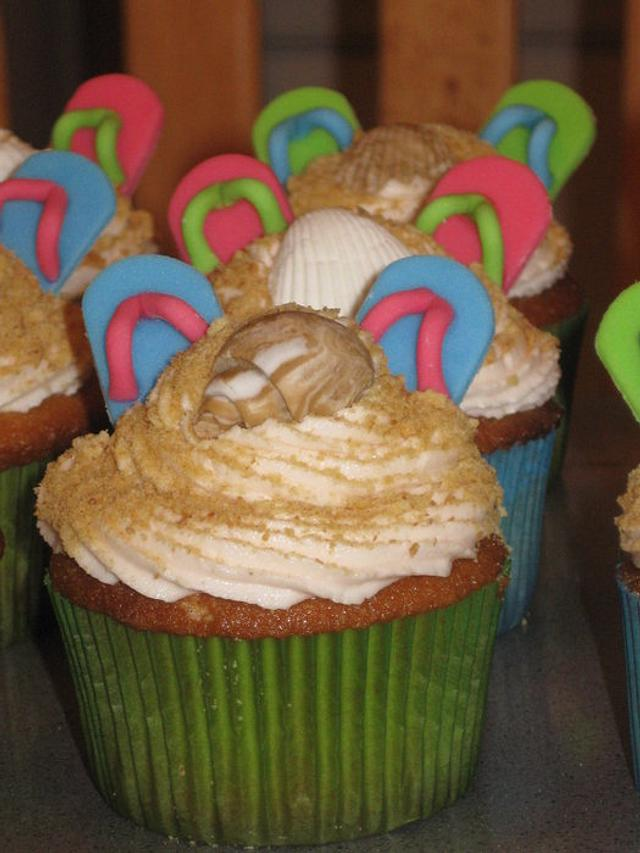Toes In the Sand Cupcakes