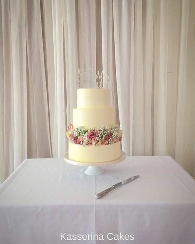 Emily Jane smooth buttercream wedding cake