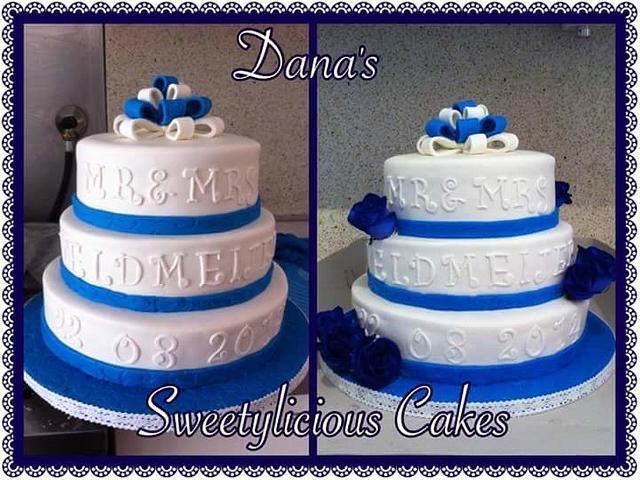 Blue and white weddingcake