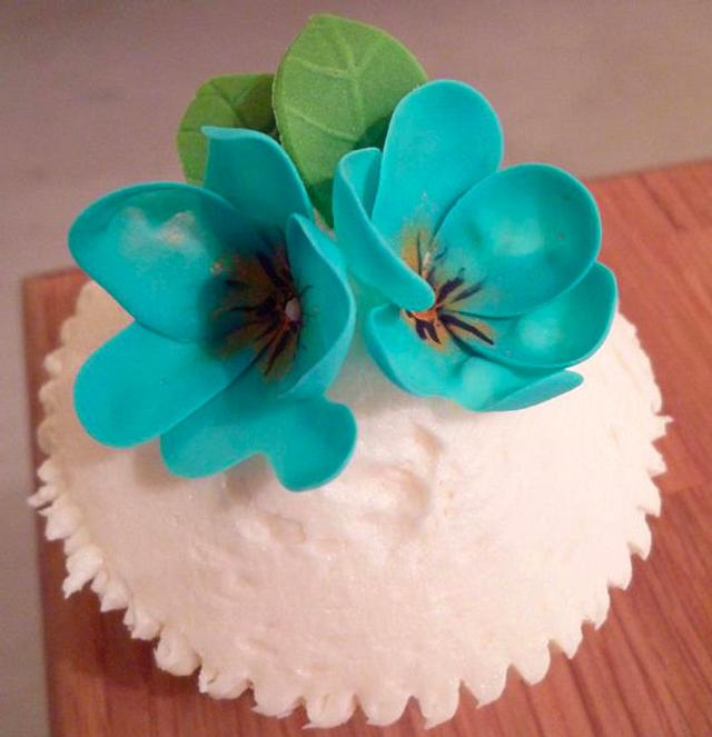 Pretty Pansies Cupcake
