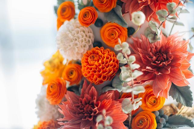 Fall/ Autumn Sugar Dahlia Sugar Flower Wedding Cake
