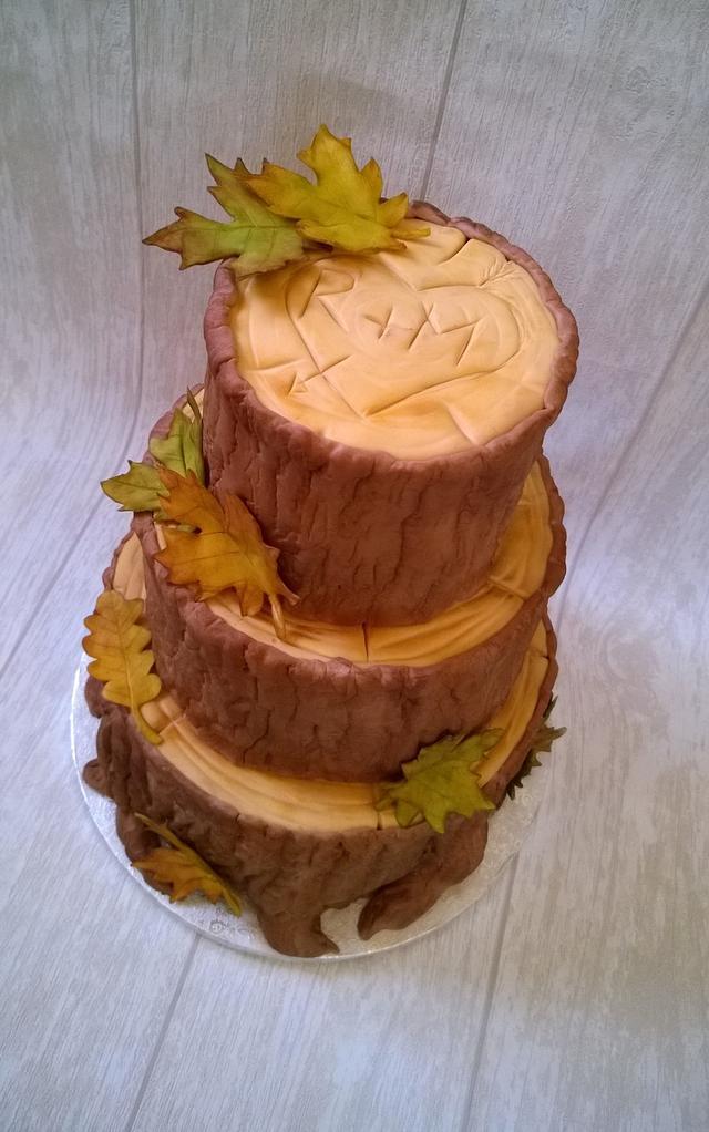 A tree trunk wedding cake