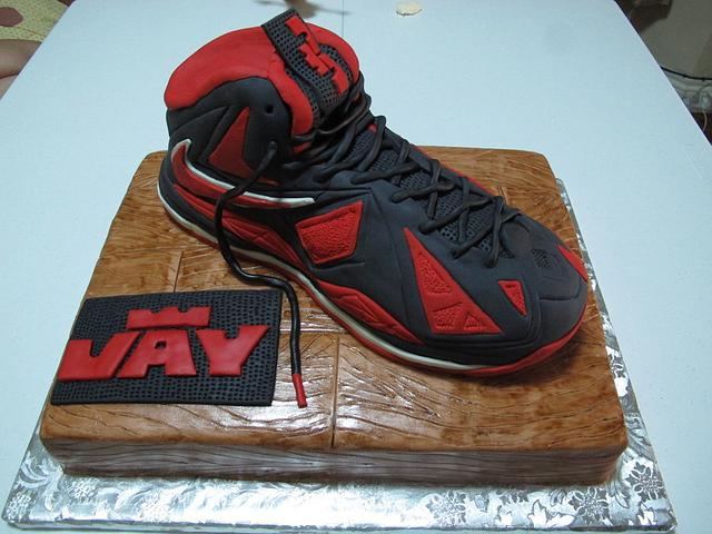 Lebron James X birthday cake