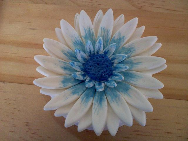 gumpaste daisy