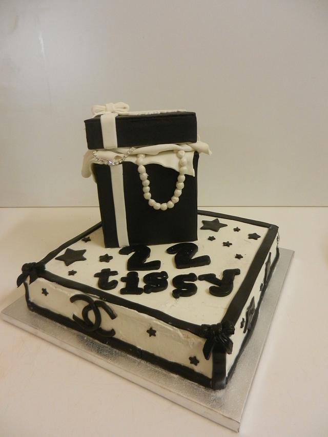 fashion gucci cake