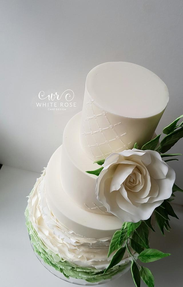 Pantone Colour of the Year 2017 Greenery Inspired Wedding Cake
