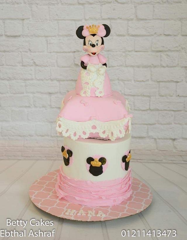 Princess Minnie Mouse cake