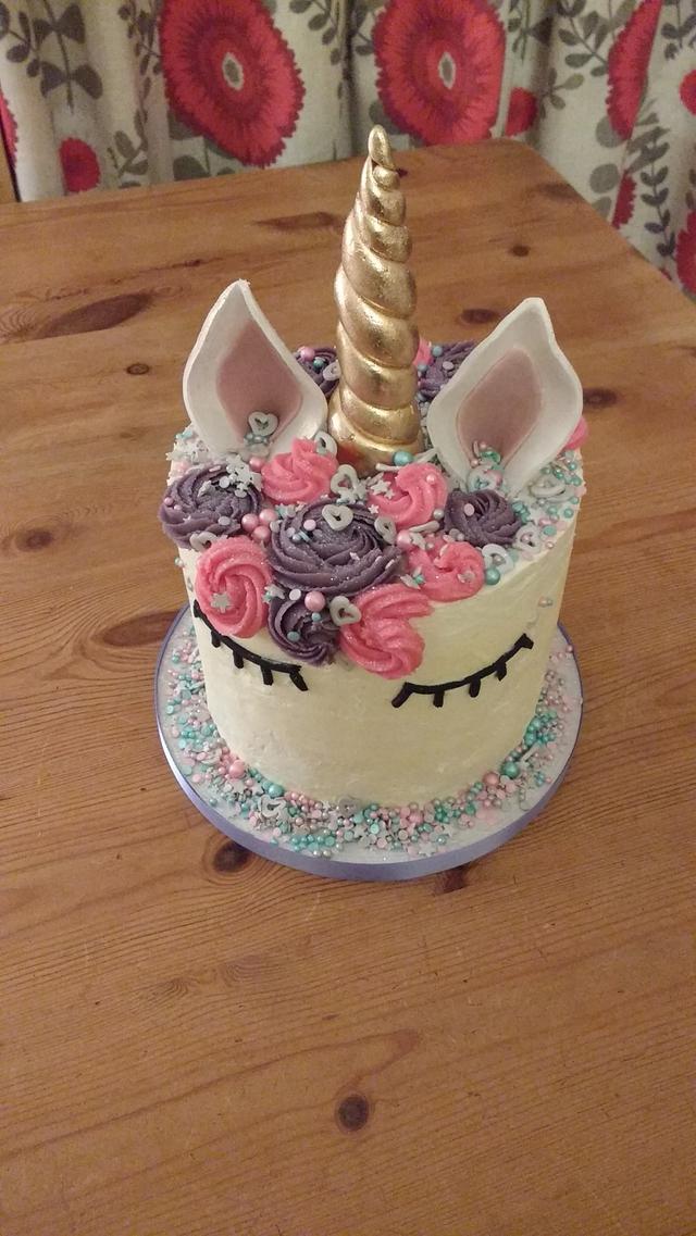 Unicorn birthday surprise centre cake