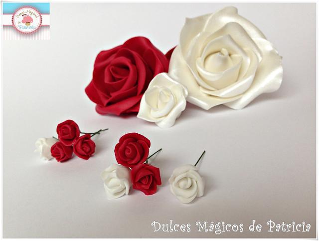 Miniature sugarpaste flowers