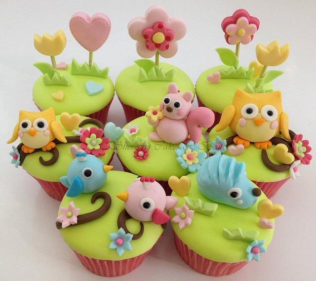 Owl themed cupcakes