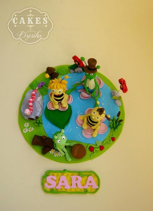 Maya the bee cake topper