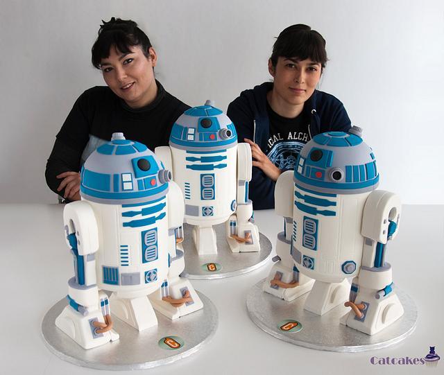 3 R2D2 cakes