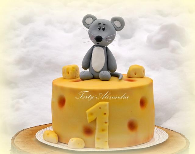 Mouse and cheese cake