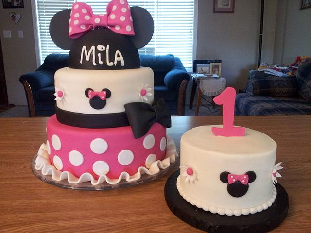 Incredible Minnie Mouse First Birthday Cake Cake By Sunrise Cakes Cakesdecor Personalised Birthday Cards Veneteletsinfo