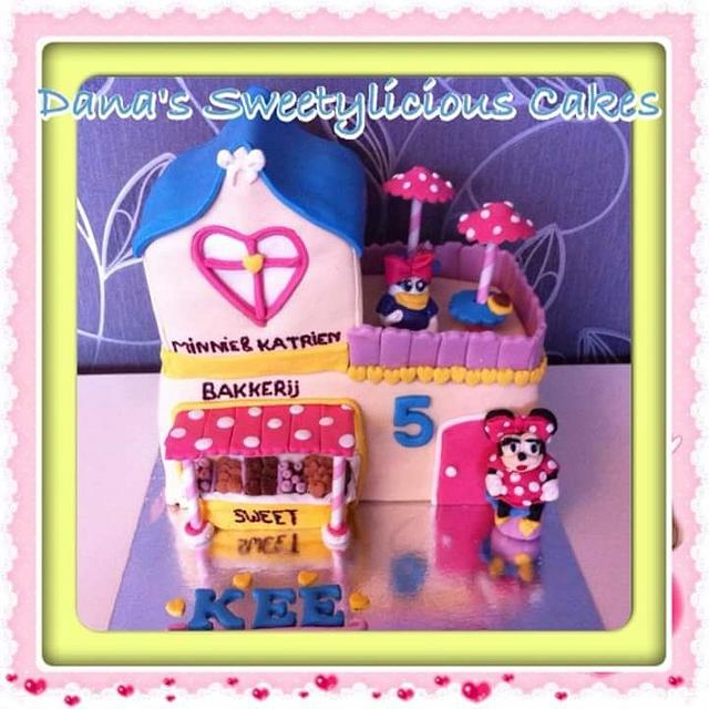 Bakery minnie mouse and daisy duck cake