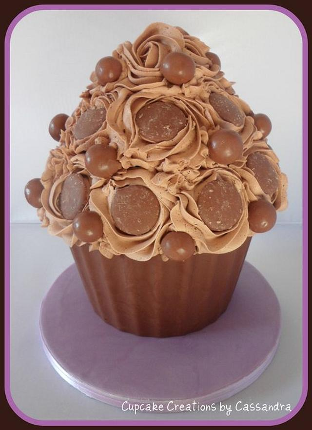 Chocolicious Giant Cupcake