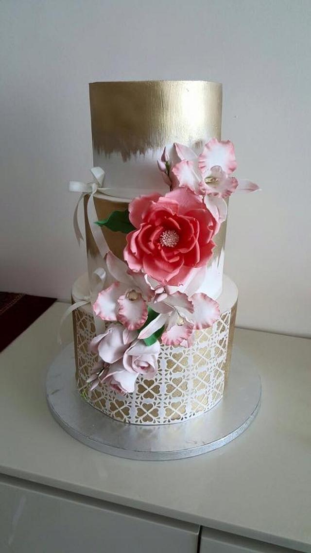 Golden theme wedding cake design