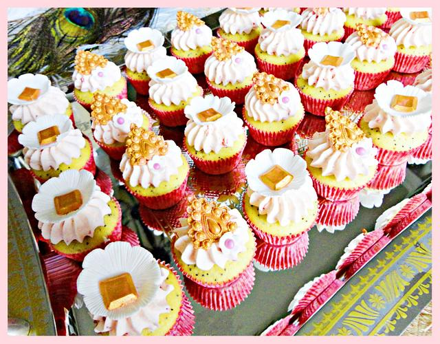 Mini Royal Cupcakes