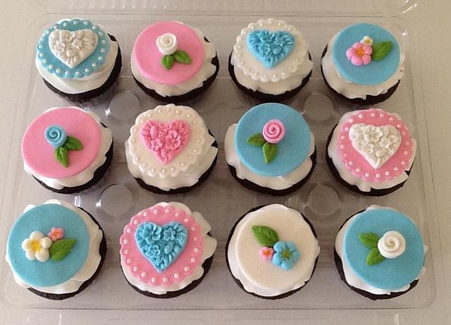 Hearts and Flowers Cupcakes