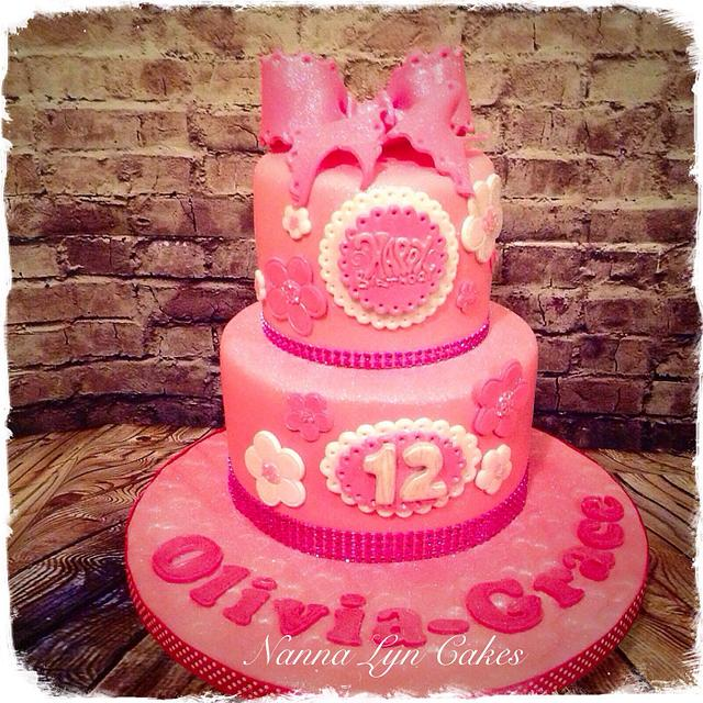 Girly glittery cake!
