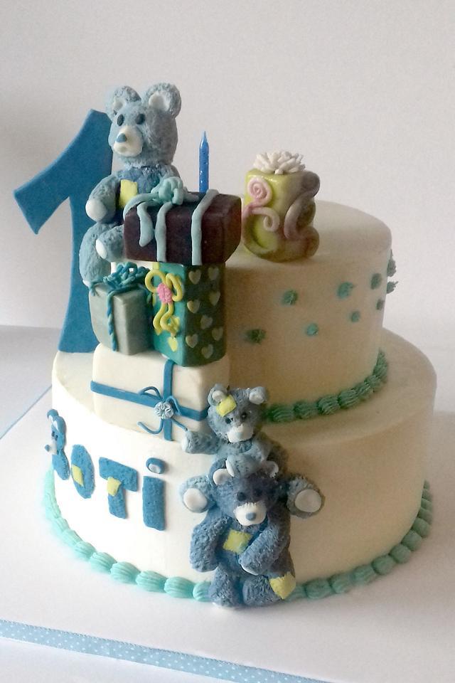 Teddy bear first cake