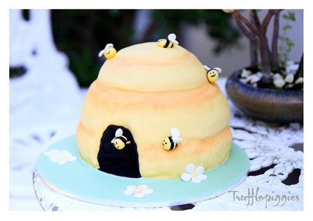 A bee cake!