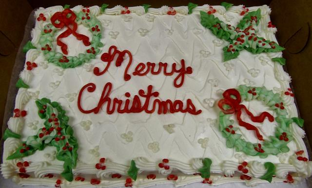 Buttercream wreaths and holly cake