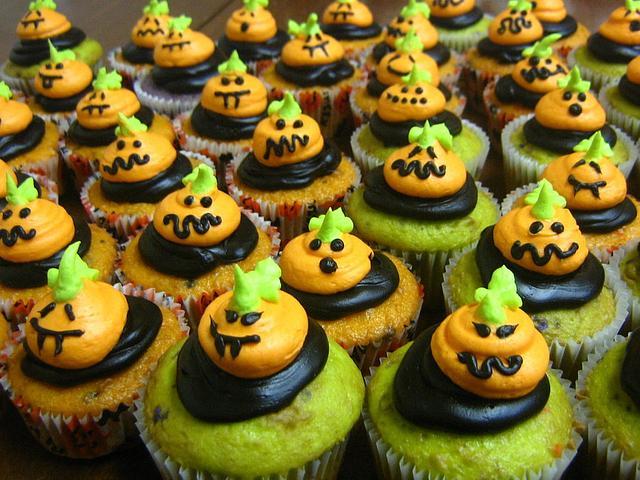 pumpkin face /ghost cupcakes