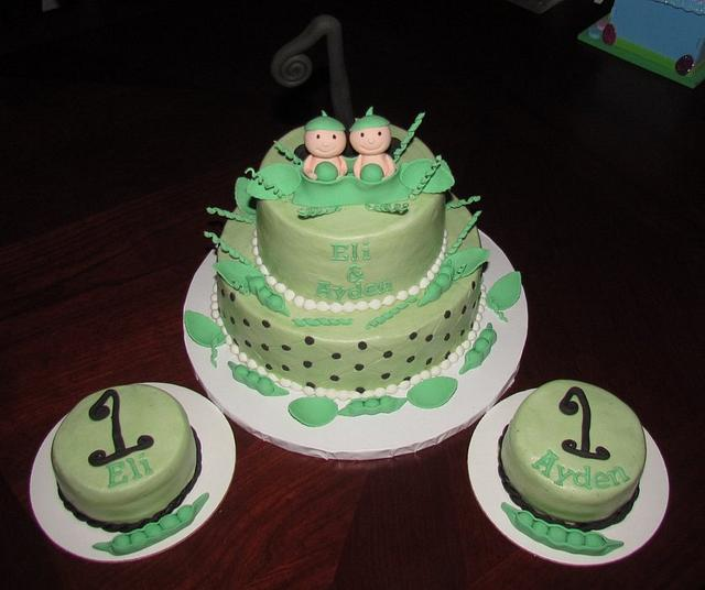 Two Peas in a Pod First Birthday Cake for Twins