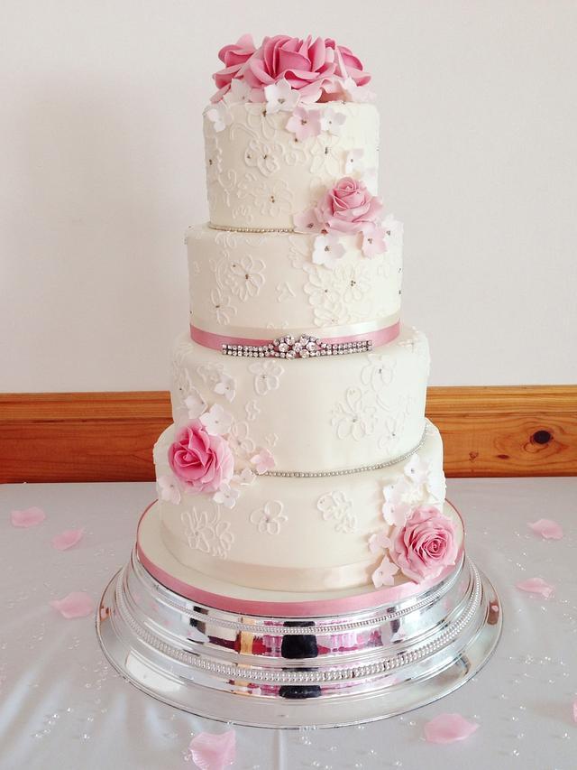 Ivory lace and roses wedding cake