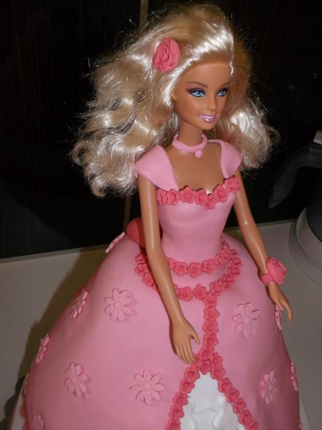 Barbie cake!