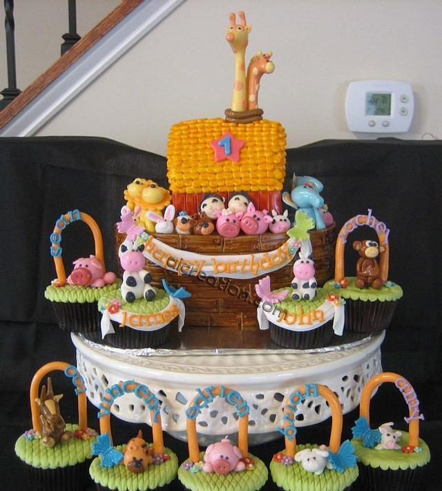 Noah's ark for Twin birthday cake & cupcakes