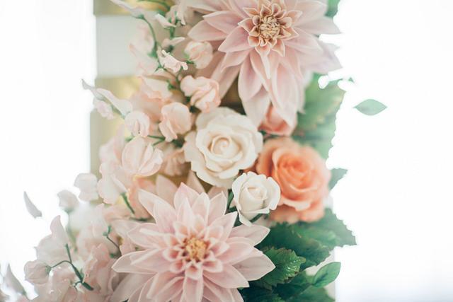 Cafe Au' Lait Dahlia Sugar Flower Wedding Cake