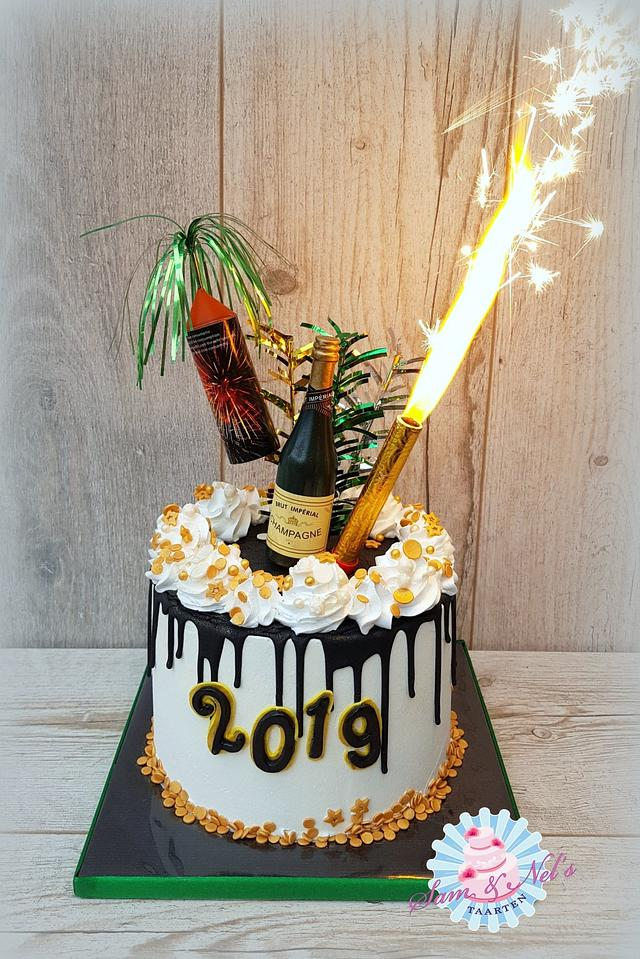 New year dripcake with fireworks!