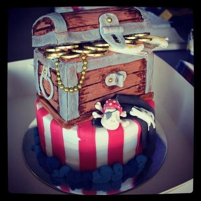 pirate/tresure chest cake