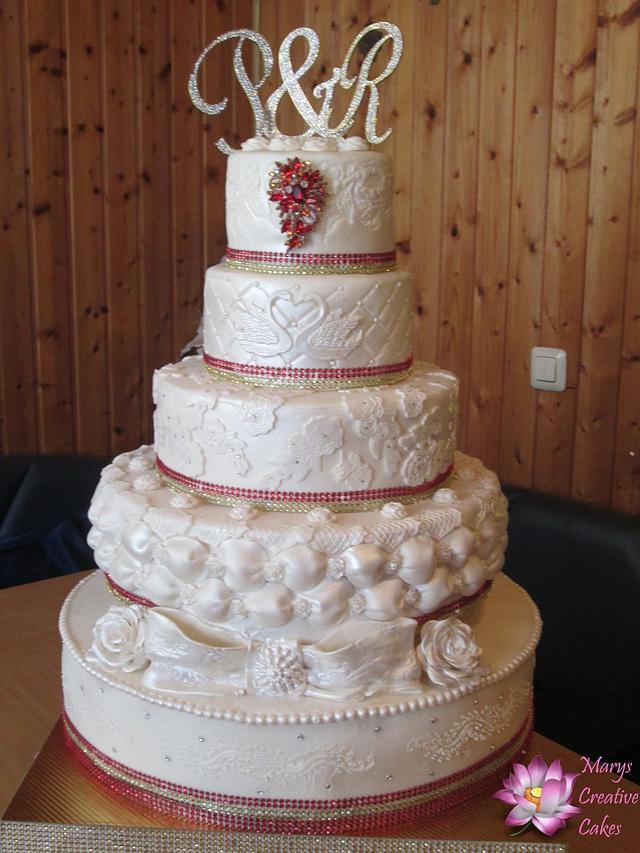 Red white Bling Bling wedding cake
