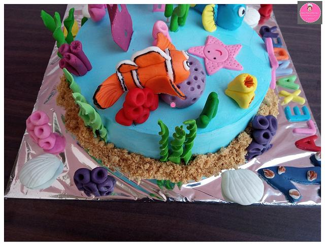 My absolute gorgeous Nemo and Dory Cake