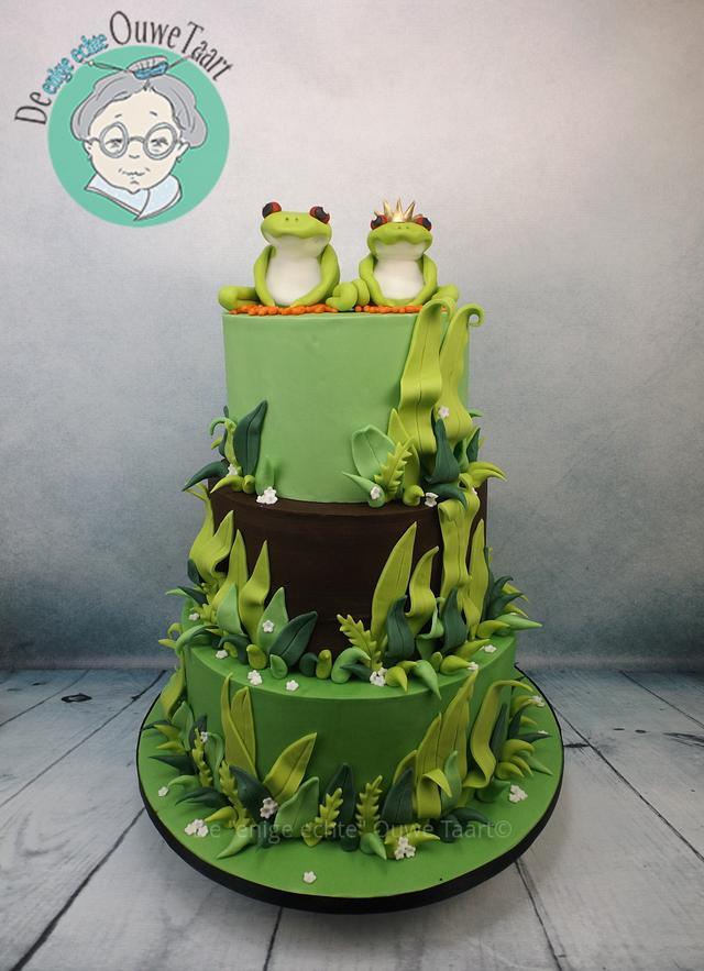 Frog wedding cake