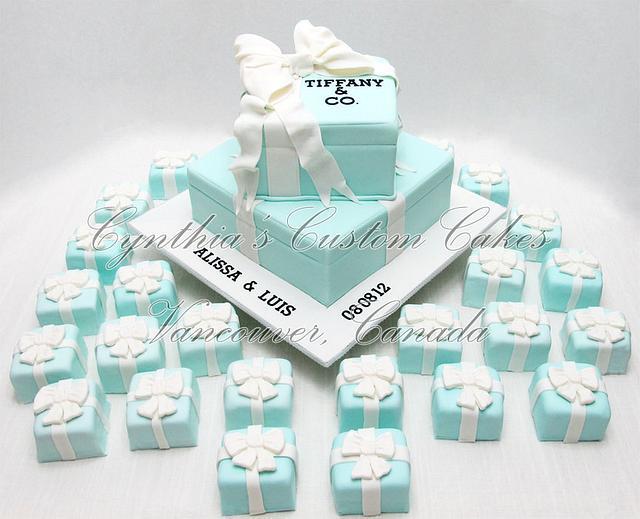 """""""Tiffany"""" inspired engagement cake"""