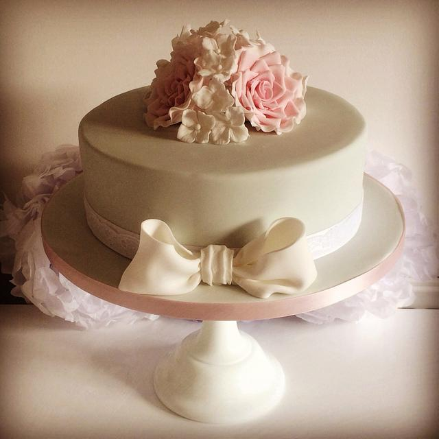 Roses and bow cake