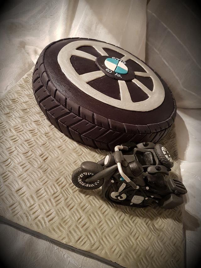 Bmw motorcycle cake