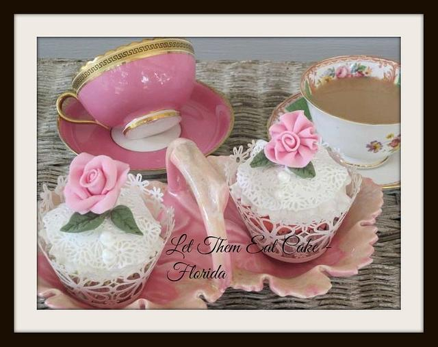 Vintage lace and roses cupcakes