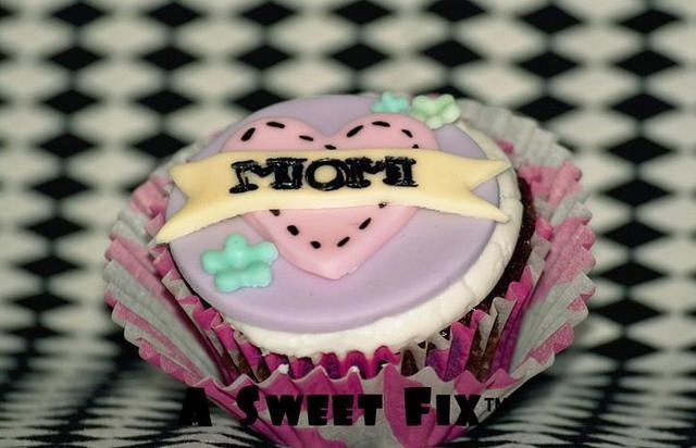 Mom Cupcake