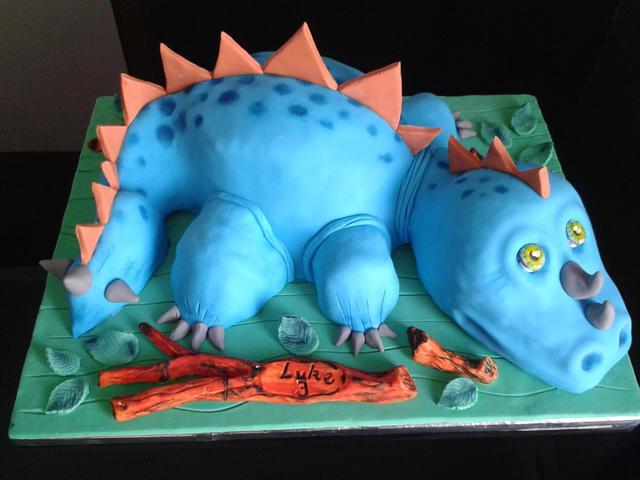 sculptured dinosaur cake