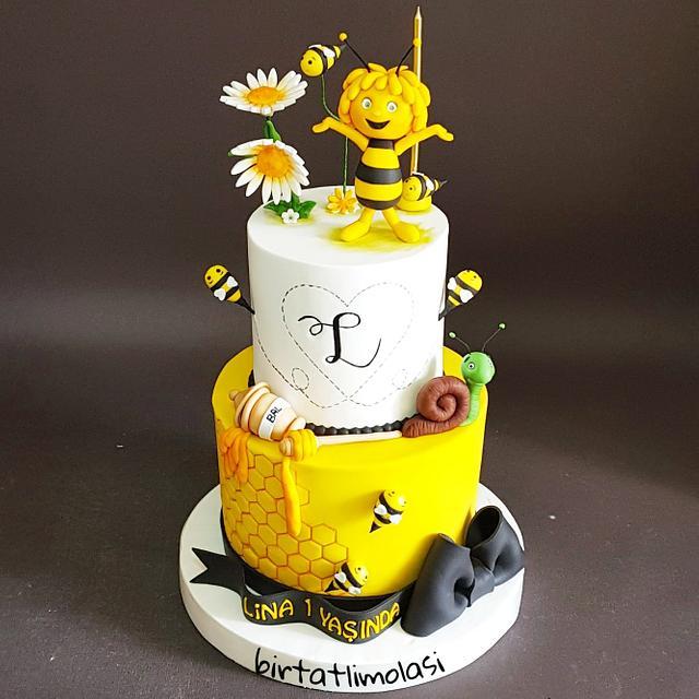 Fine Maya The Bee Cake Cake By Ozlem Ozkan Mollaoglu Cakesdecor Funny Birthday Cards Online Inifofree Goldxyz