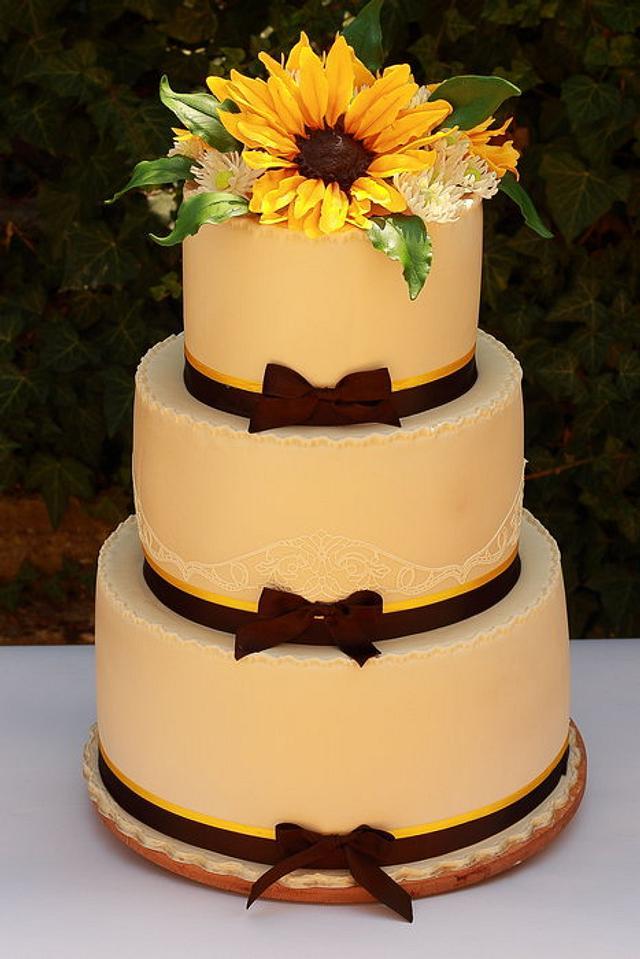 Sunflowers wedding cake