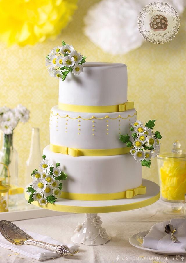 Sweet Daisy blooms Wedding cake
