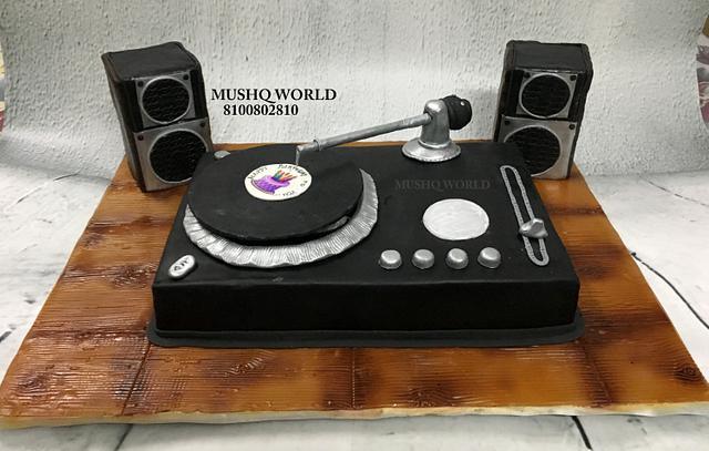 Revolving Gramophone Cake