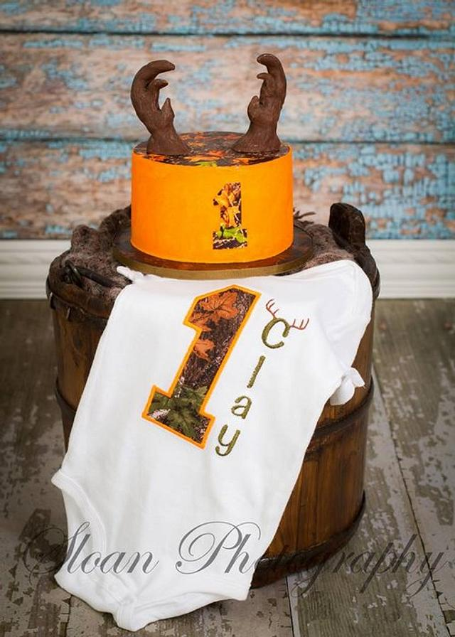 Mossy Camo Deer Hunter Smash Cake!